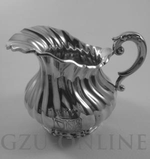 een zilveren kannetje