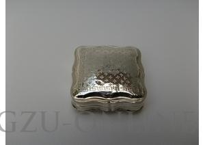 een 835 zilveren   pepermuntdoosje