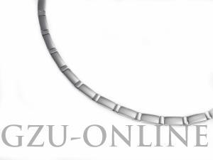 een titanium collier Boccia