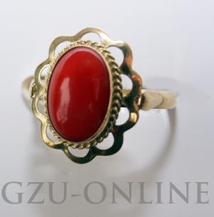 een 14 karaat  geelgouden ring