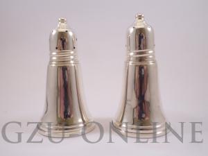 een paar 925 zilveren  peper en zoutstel